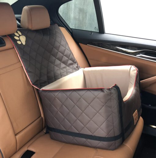 GoldenDog deluxe in auto